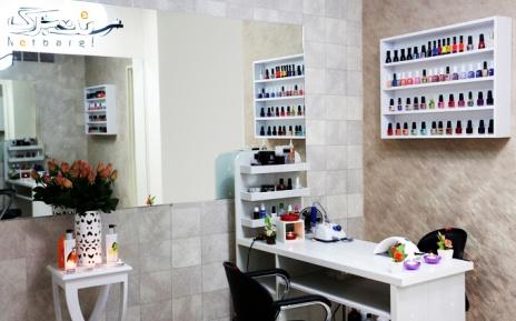 ژلیش فرنچ ناخن در آرایشگاه هفت سیما