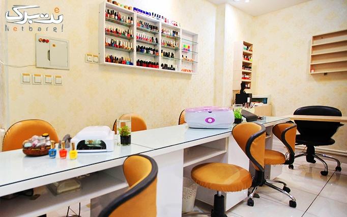 بافت و براشینگ مو در آرایشگاه درسانوین