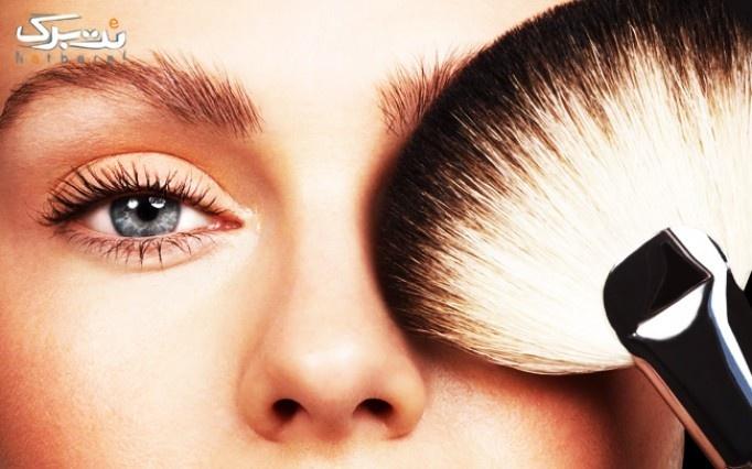 میکاپ یا شینیون مو در آرایشگاه هنگام ناز