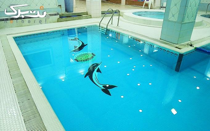 شنا در استخر گلایل سفید