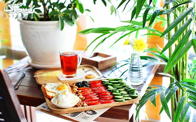 در کافه با منوی باز صبحانه های لذیذ و پر انرژی