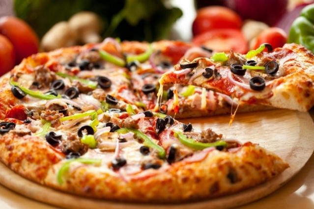 پیتزا و پاستا در رستوران ایتالیایی زنجبیل