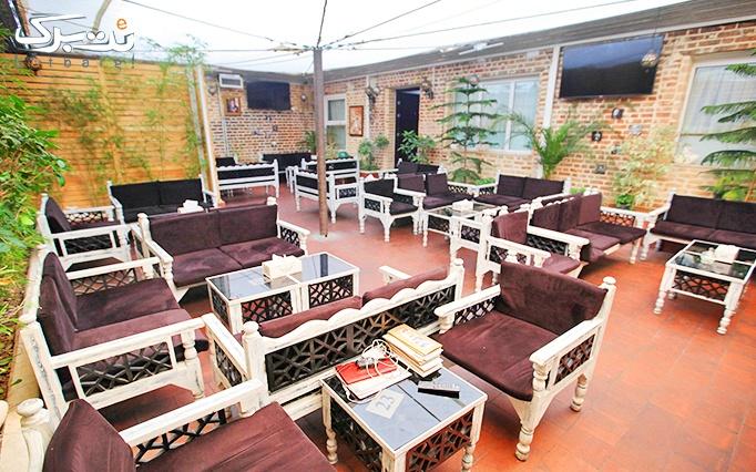 کافه رستوران قوی سیاه با منو غذا و سالاد های متنوع