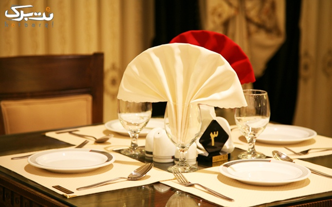 پذیرایی شام همراه با موسیقی در رستوران برازنده