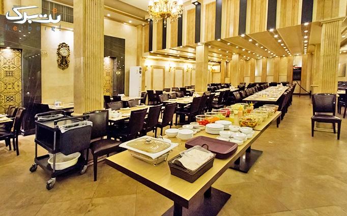 ته چین مخصوص همراه سالاد در رستوران ارکیده