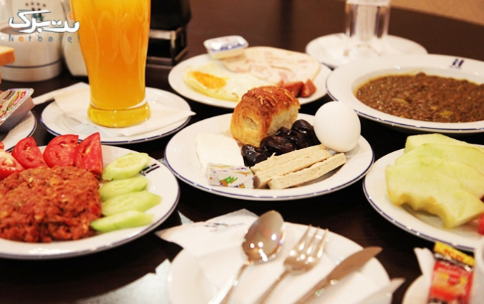 بوفه صبحانه گرم و سرد رستوران هتل آساره
