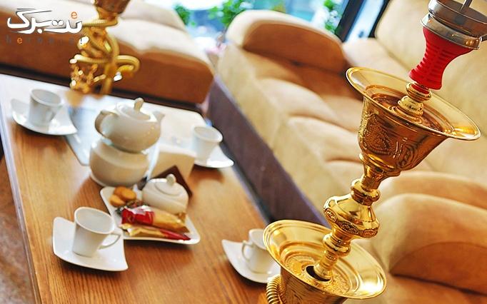 کافه رزتی با سرویس سفره خانه ای عربی و چای