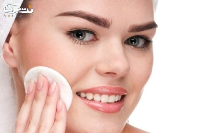 پاکسازی پوست صورت در آرایشگاه ماندگاران