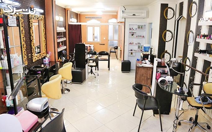 براشینگ مو با سشوار در سالن زیبایی فرزانه مراقبتی