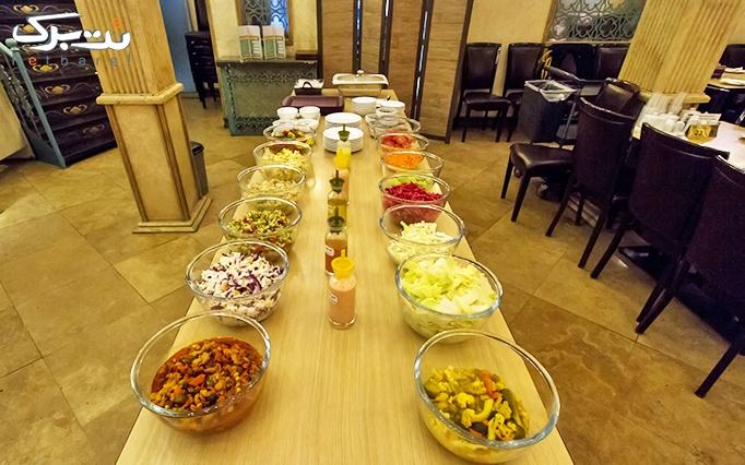 ته چین به همراه سالاد بار در رستوران ارکیده