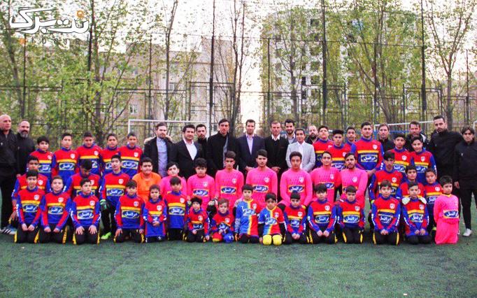 آموزش فوتبال در مدرسه فوتبال ستارگان سرخ آبی
