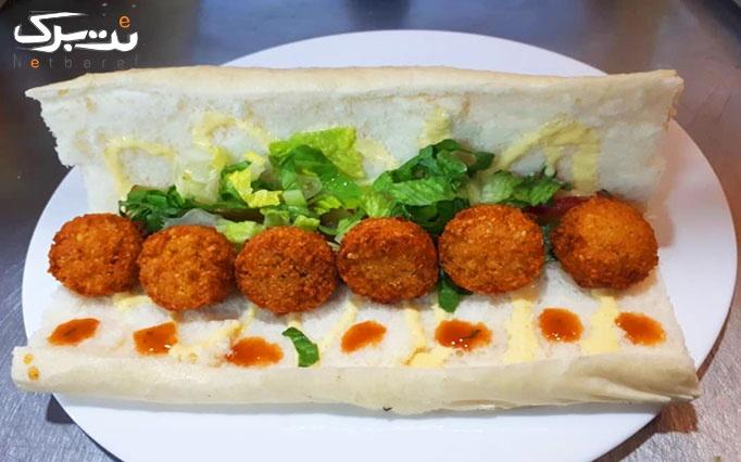 ساندویچ فلافل مخصوص در فلافل حاجی عرب