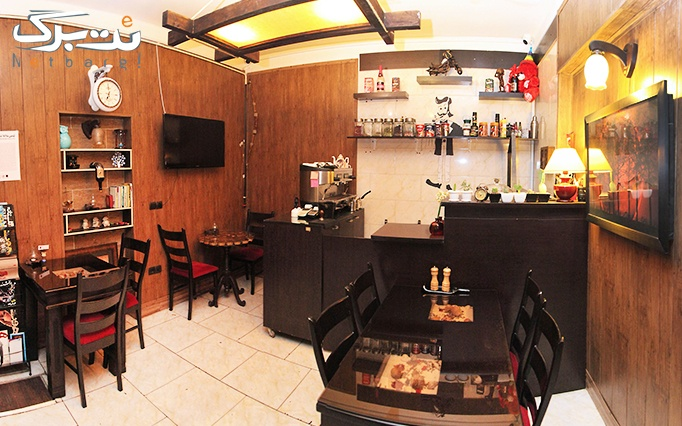 کافه دنج با منوی باز نوشیدنی های گرم