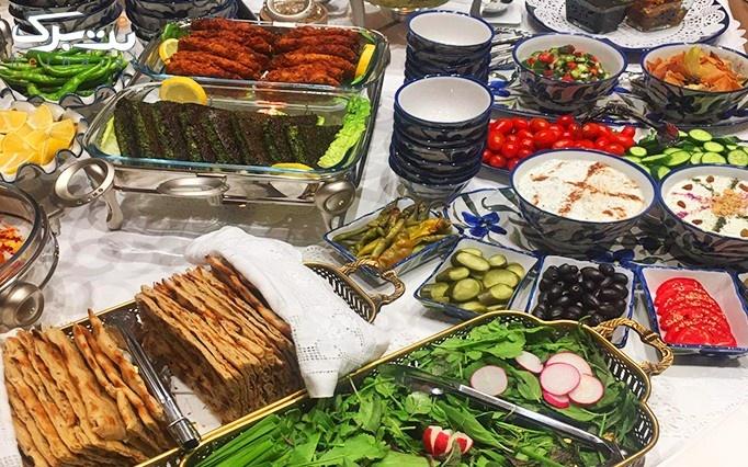 بوفه باز و متنوع ناهار در رستوران ناشتایی