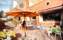 کافه گالری ونگوگ با منوی باز پاستا و ساندویچ
