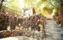 باغچه رستوران دهکده آرام با منوی باز