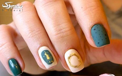 طراحی هر ناخن در سالن زیبایی لاک صورتی