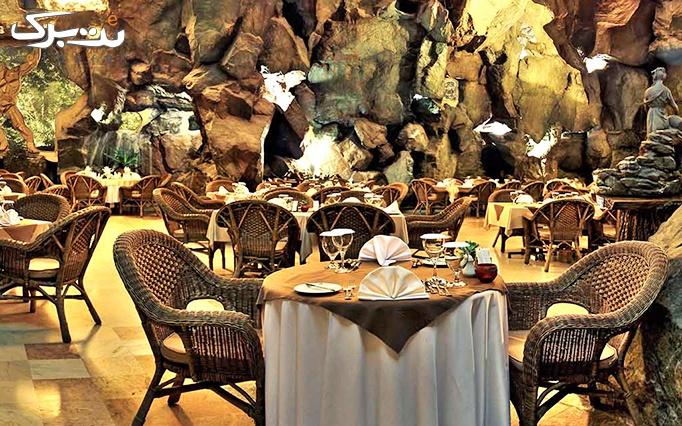 سالاد بار و ورودی موسیقی در رستوران کوه نور