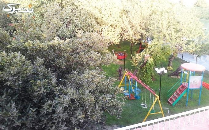 شنا و پذیرایی رایگان در استخر باغ صبا