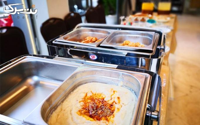 بوفه صبحانه در رستوران آبشار