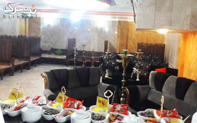 کیک با نسکافه و سرویس چای سنتی در کافه رامیلا