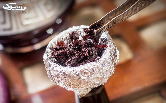 سرویس چای سنتی در باغچه رستوران نیلوفر آبی