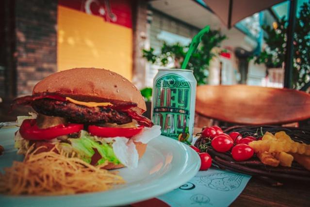 رستوران فرنگی کازابلانکا با منوی فست فود خوشمزه