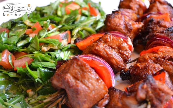 سفارش از منوی باز غذایی در کافه رستوران سنتی کندوک