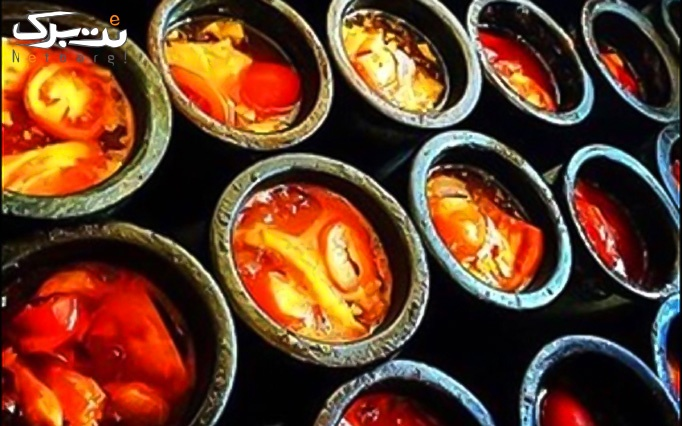 سفارش از منوی باز غذایی در رستوران سنتی درویش