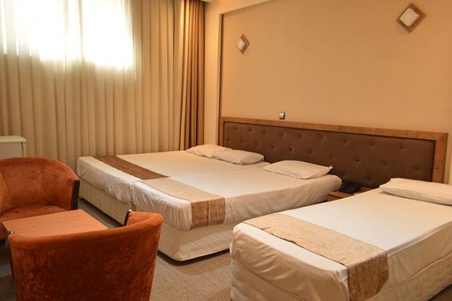 اقامت فولبرد در هتل 2 ستاره پانیذ مشهد