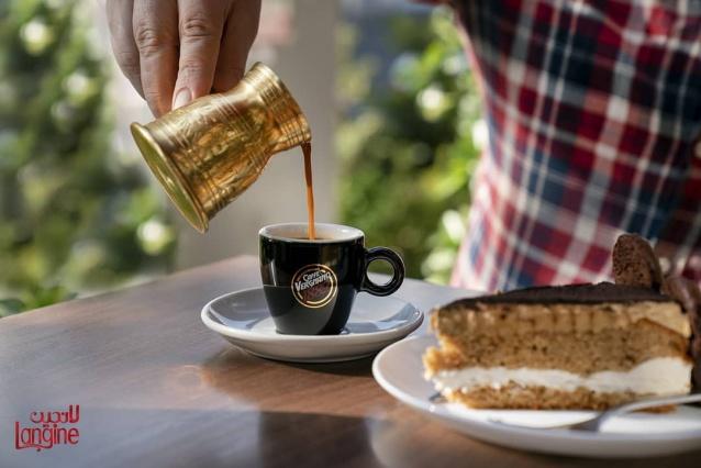 کافه رستوران لانجین با منو نوشیدنی گرم و سرد
