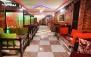 کافه سنتی دنج با سرویس سفره خانه ای عربی دو نفره