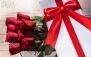 گل، عروسک، شکلات و کارت در پکیج عاشقانه