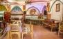 سفره خانه  شبستان یاس با انواع غذاها و چای سنتی